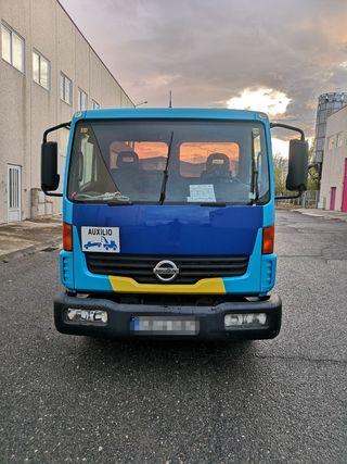 Nissan Atleon 2010