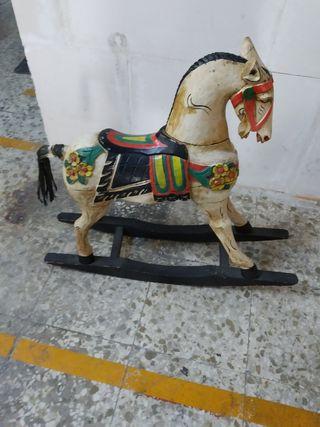 caballo balancín de madera.hecho a mano.