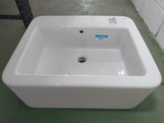 lavabo de porcelana sobre encimera