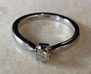 Anillo de oro de Blanco 18KT y diamante