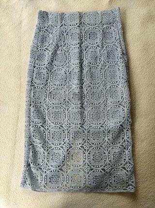 Falda tubo de encaje (Zara)