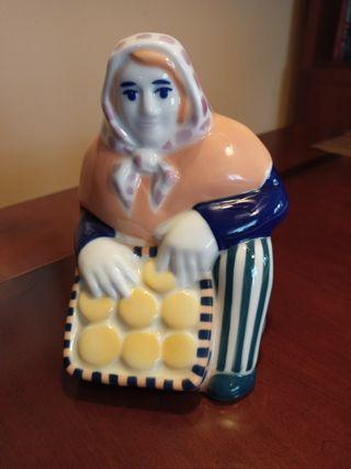 Figura mujer cerámica Sargadelos