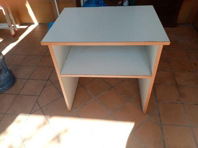 mesa auxiliar o dormitorio