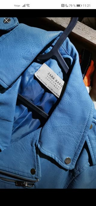 vendo chaqueta cuero celeste zara