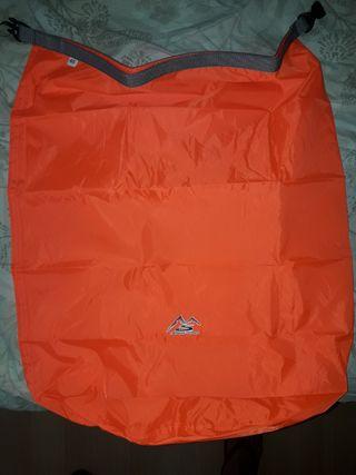 Bolsa Impermeable 40l naranja.