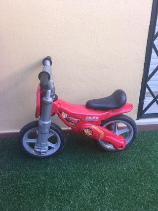 Moto correpasillos de Cars (niños de 3 años)