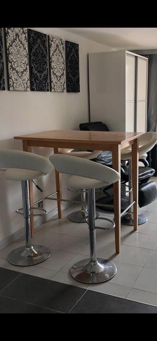 Mesa alta + 4 taburetes