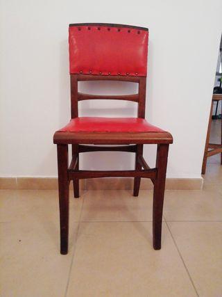 2 sillas antiguas de madera y piel