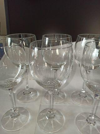 6 copas de cristal.