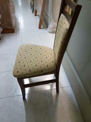 mesa y sillas de madera maciza