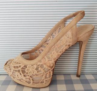 Zapatos tacón ZARA. Sandalia nude crochet
