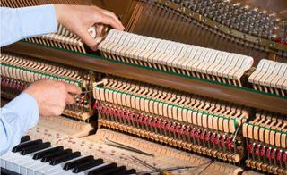 Afinación de piano y Revisión.