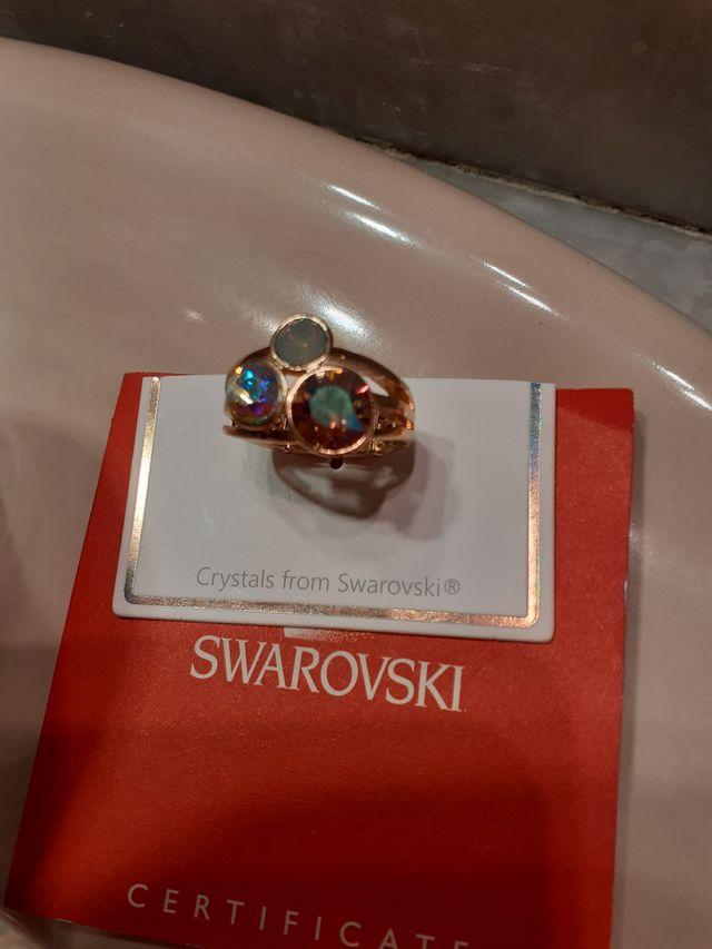 Anillo dorado ajustable con 3 cristales Swarovski