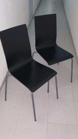 Dos sillas aplicables madera