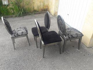 4 sillas de madera en color gris.
