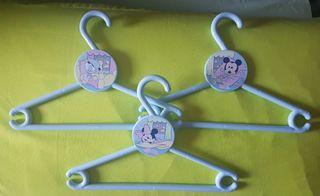 Perchas para ropa bebé Disney.