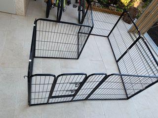 Parque-jaula animales. 8 piezas y puerta