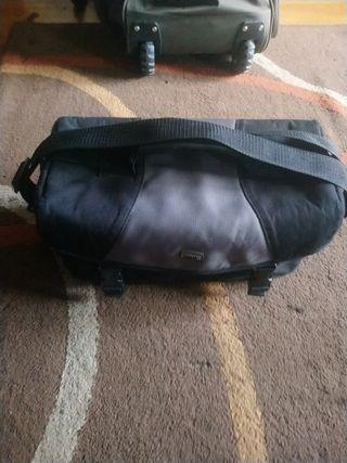 bolsa de camara de fotos o maletin de mano