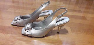 Zapatos de fiesta plateados