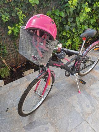 Bicicleta niña, cesto y casco