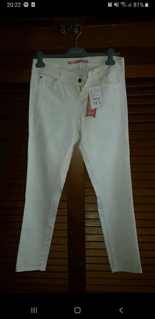 Pantalones blancos de Shana