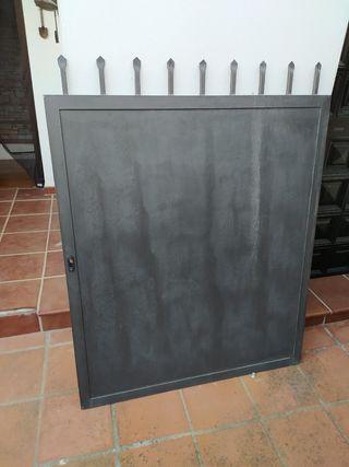 Puerta jardín hierro y chapa