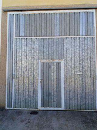 Puerta para nave o cochera