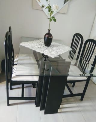 Mesa de cristal templado + 4 sillas de madera