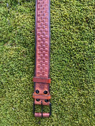Cinturón cuero repujado dos piezas