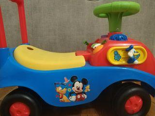correpasillos Mickey Mouse con luces y sonido