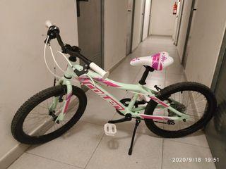 Bicicleta de niña marca Colver