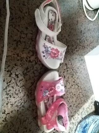 2 sandalias niña 3€