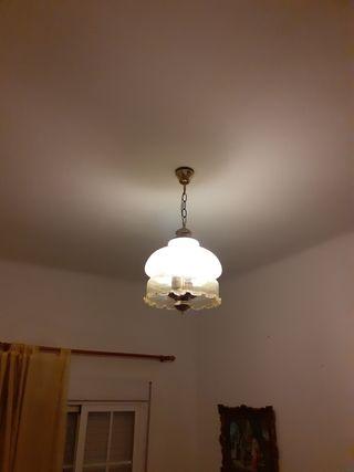 Dos lámparas antiguas