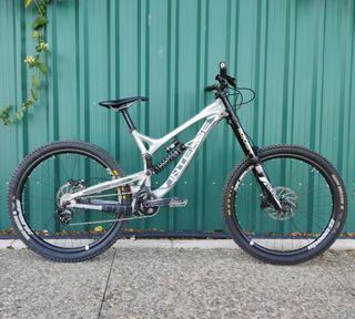 Bicicleta de descenso Intense Cycles 951 EVO