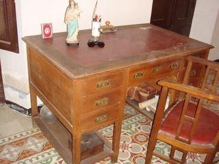 Mesa despacho antigua