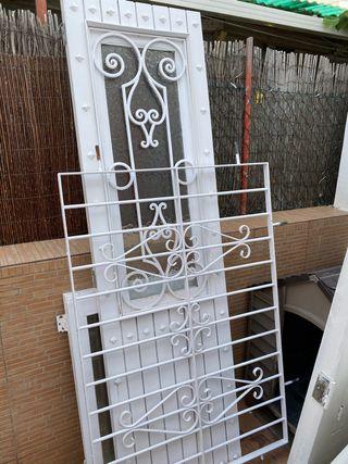 Ventana, reja y puerta de madera (blancas)