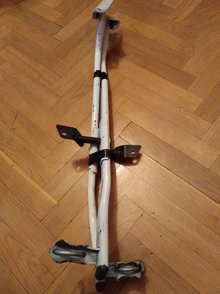 soporte baúl moto