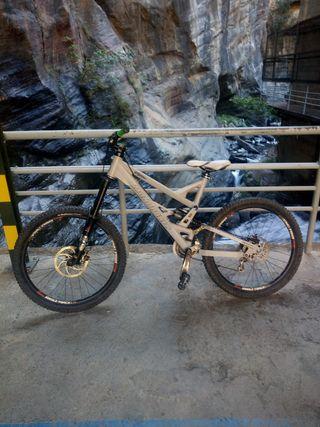 bicicleta de dh mondraker plunder enduro MTB