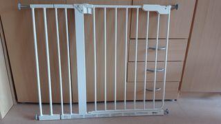 Dos Barreras de Protección de Escaleras