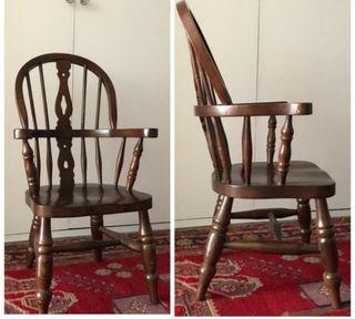 Preciosa silla de madera estilo Windsor