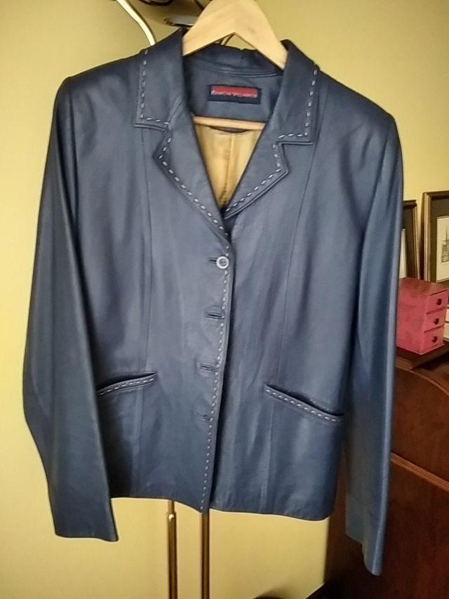 chaqueta cuero azul