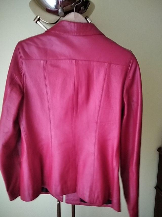 chaqueta cuero roja