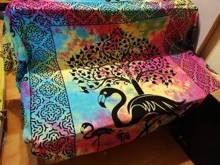 Sofá de palets con cojines.