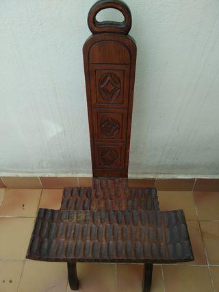 Silla de madera antigua