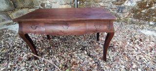 Mesa de despacho de madera antigua