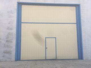 Puerta Abatible de Nave Industrial