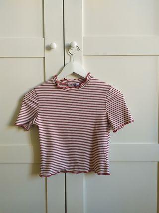 Camiseta a rallas roja y blanca