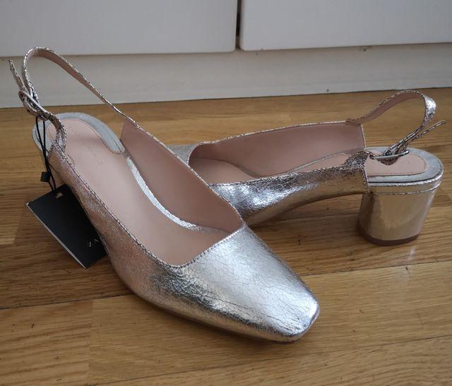 zapatos plateados fiesta