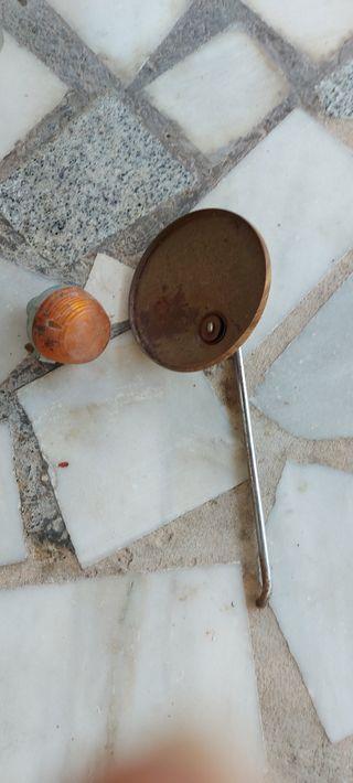 piezas antiguas de moto espejo e intermitente