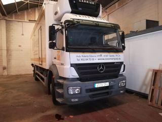 Camión Mercedes frigorífico c/plataforma